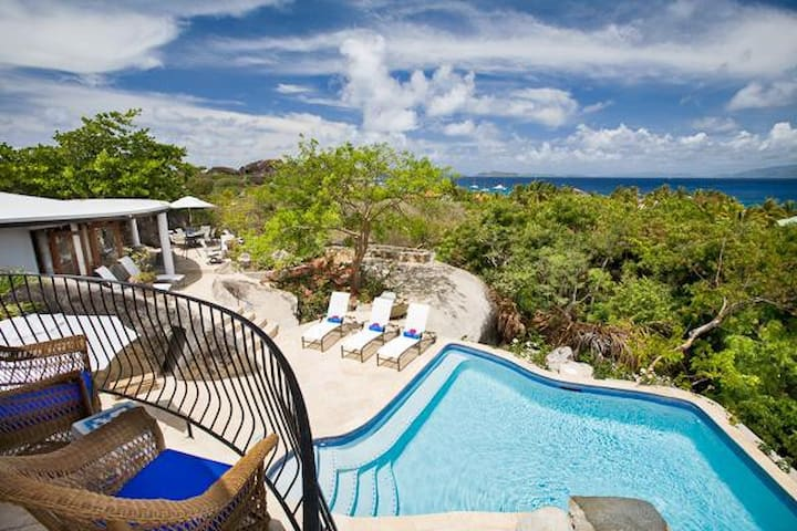 Villa MAV OTR - Deluxe villa with white sand beach access.