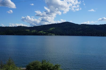 Idaho Lake Retreat-Home on Lake Coeur d' Alene!