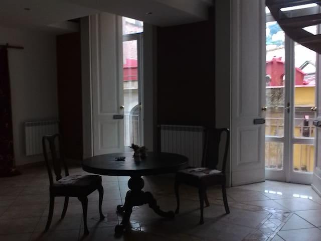 Ampia stanza luminosa - Napoli - Appartement