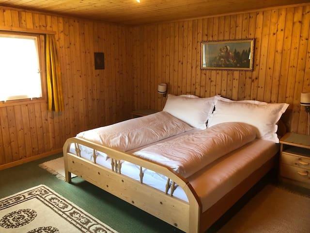 Zimmer 1 mit Doppelbett (180x200)