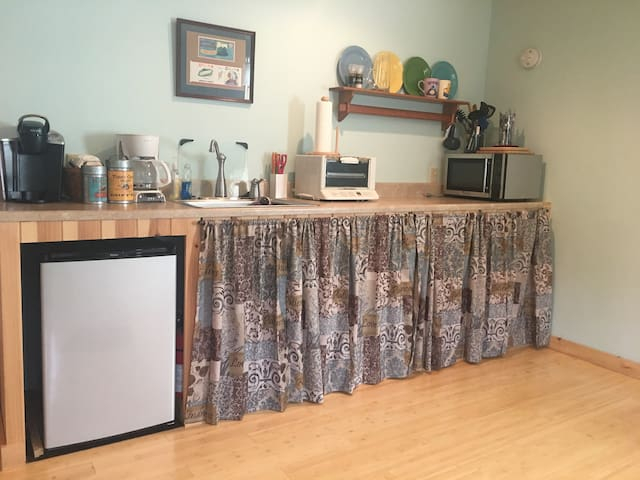 Kitchenette with microwave, toaster oven, Keurig, electric burners. Fully stocked with dishes, coffee, tea, and condiments