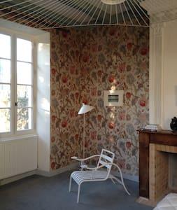 la chambre à fleur du presbytère d'Urval périgord - Urval