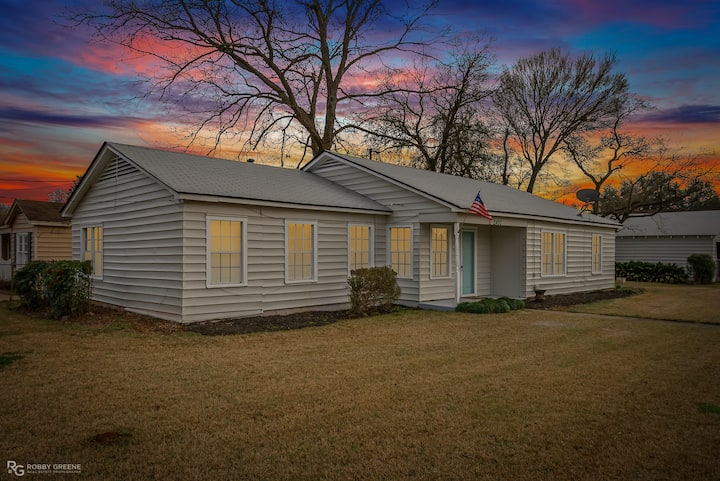 Beautifully Renovated Central Bossier Home