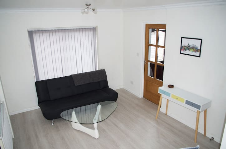Newly Furnished Entire Home. CENTRAL city centre
