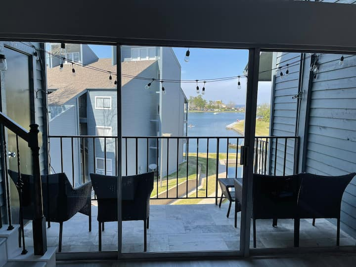 Fully remodeled beautiful 2BR/2BA with balcony