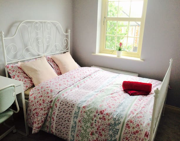 Lovely Double Room, Private Bathroom & Breakfast