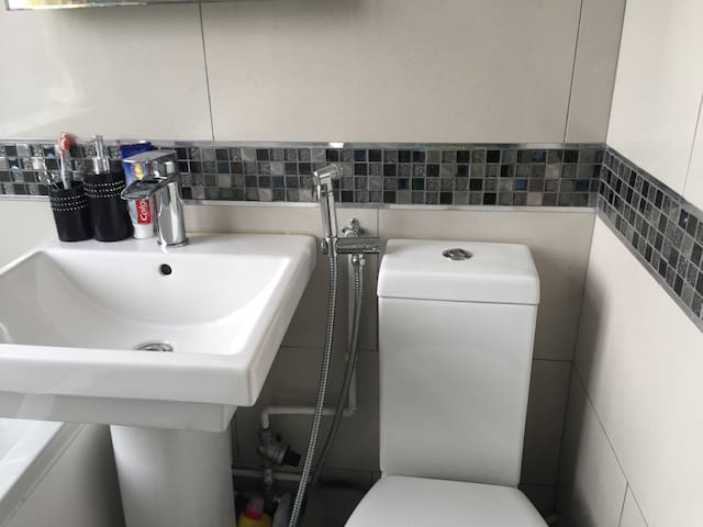 Single loft room - Luton