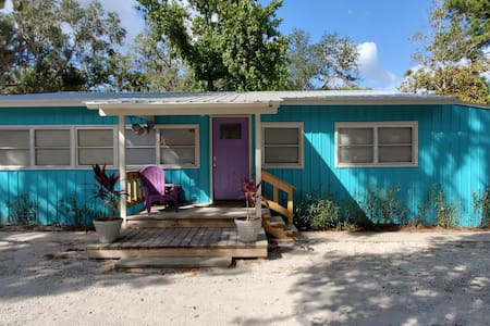 """The Hatchee Shack"" 2 blocks from SeaHag Marina."