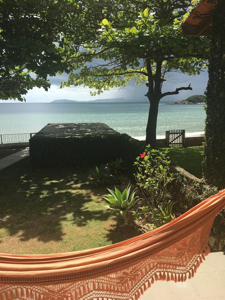 Casa rústica pé na areia - seu jardim é a praia!