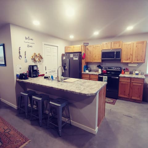 Waffle Cottage❤Guest Home❤Heated Floors❤Pets