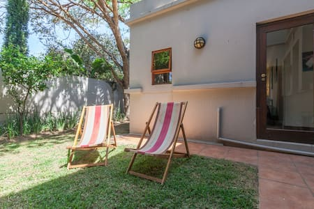 Private flat in upmarket estate - Sandton - Appartement