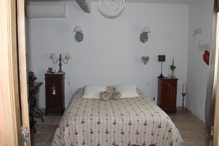 Chambre climatisée maison de charme - Maillane - Haus