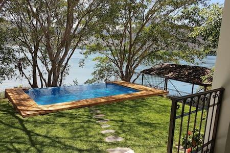 Villa de lujo Laguna Santa Maria del Oro CASAMA