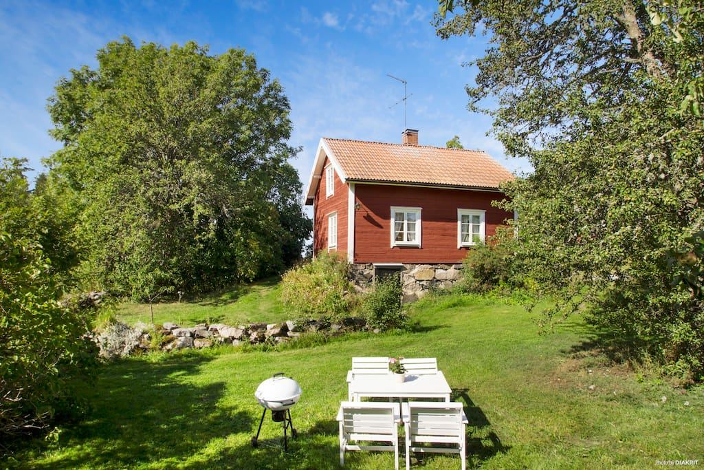 Idyllic cottage near stockholm with lake view for Schmale schlafcouch