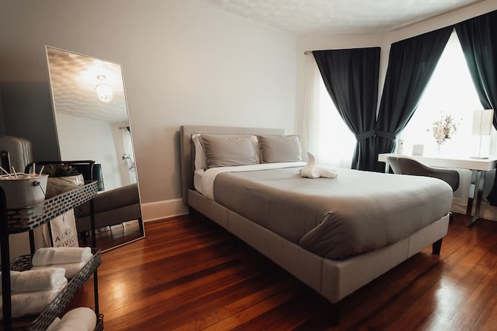 Fati 2202 - Spacious Boston Bedroom