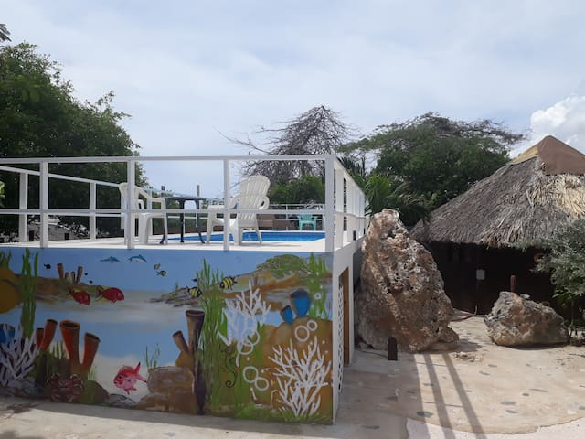 Cabin w/kitchennette across  Mambo/Mood Beach