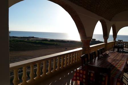 Villa à 200 m de la plage - Al Huwariyah
