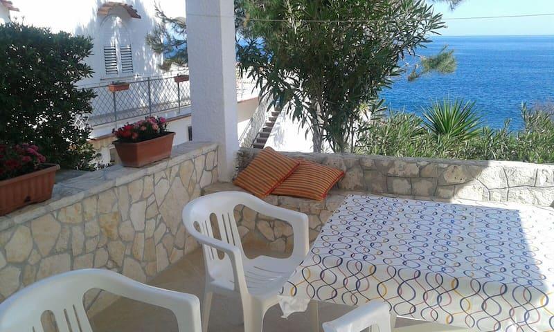 Castro Casa vacanza con accesso riservato al mare. - Castro Marina - Rumah