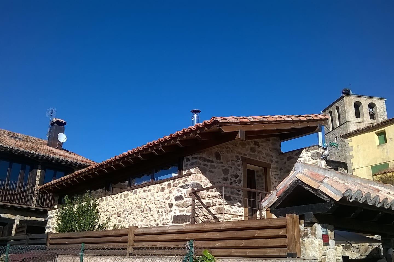 Antiguo Pajar, de más de 100 años, recientemente rehabilitado, en un lugar donde se respira Paz