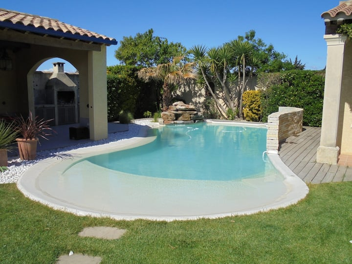 5 stars villa, 6 bedrooms, s-pool, 5'mn from beach