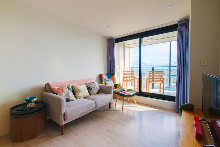 Brand new 2 BR apartment! Gym, sauna, pool & more!
