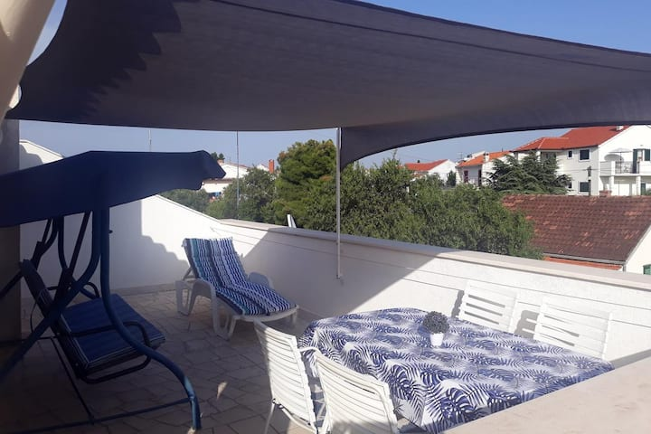 One bedroom apartment with terrace and sea view Supetar, Brač (A-5653-a)