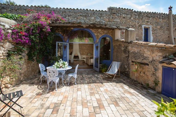 Casa Azul at Masia Nur