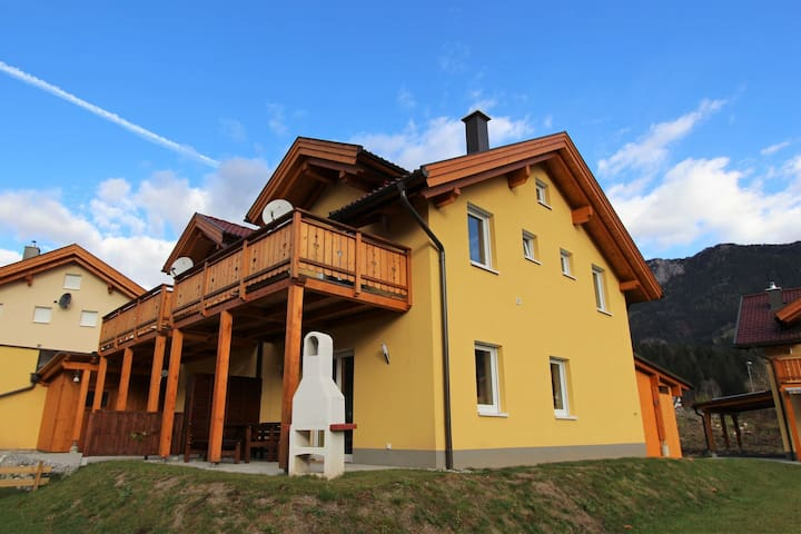 Modern chalet within walking distance of the lively town centre and the ski lift