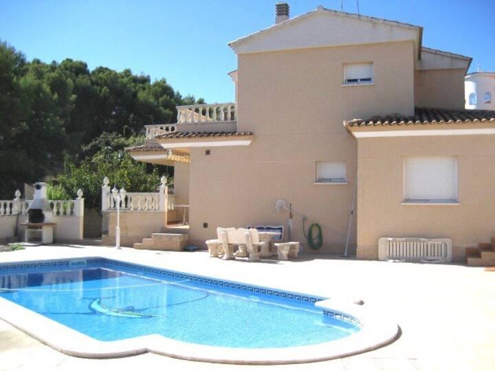 Casa de verano con piscina privada, vistas al mar