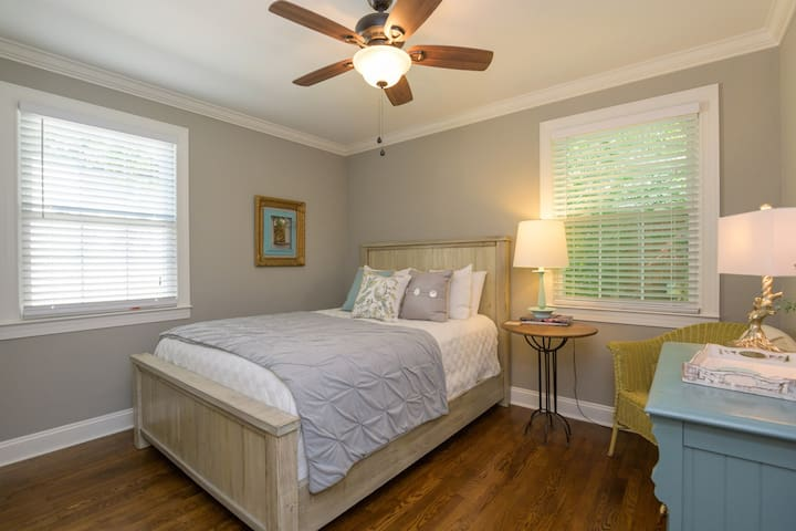 Fully Renovated Cozy Home Close to Downtown Nash!