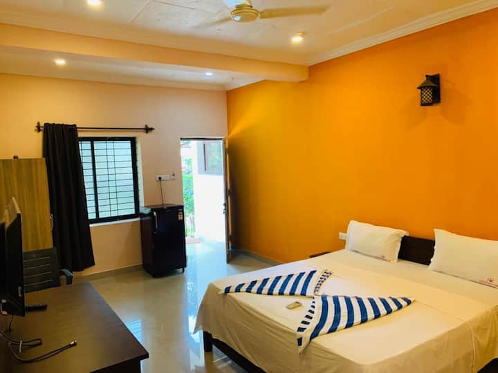 Deluxe Rooms with Pool@FeatherweightResort Morjim