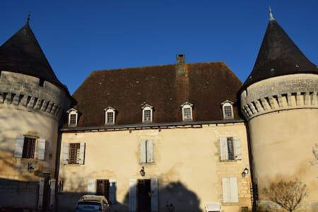 Chambre spacieuse dans château XVème + SDB privée