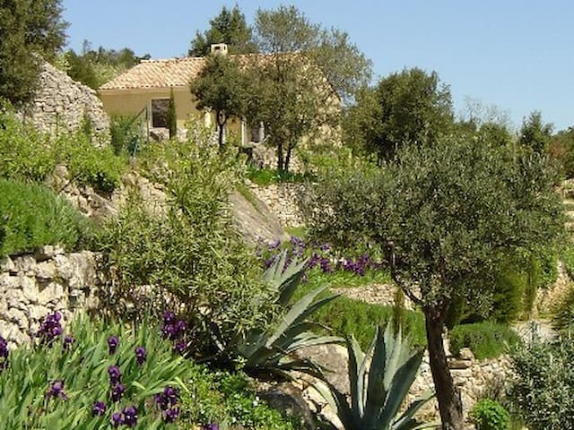 Gîte avec magnifique vue, piscine, massages - Lodève - House