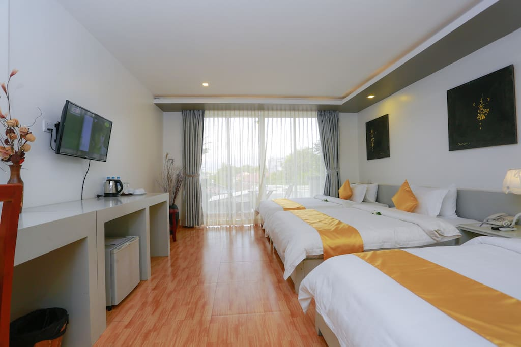 Deluxe Triple Room free 2 ways Airport