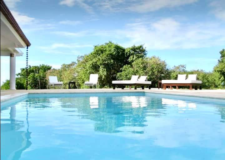 Villa casa de campo! piscina, camarera y cocinera