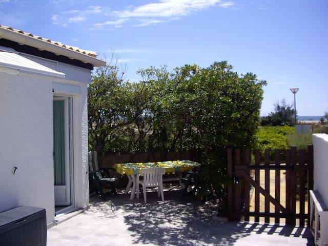 Villa face à la mer, toute rénovée, plein sud