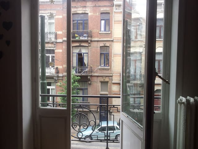 Room next to Flagey - Elsene - Apartment