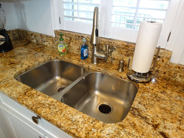 Full GRANITE with UNDERMOUNT sinks!