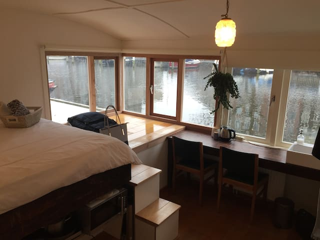 Cosy Private Room With A View On A Houseboat - Amsterdam