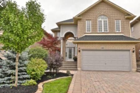 Magnificent Homestay in Ancaster/Hamilton, Ontario