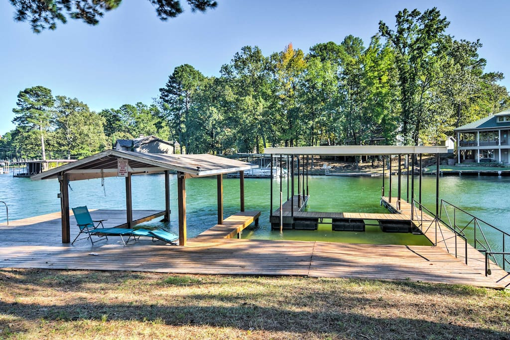 Enjoy the proximity to pristine Lake Hamilton for swimming, boating, and more!