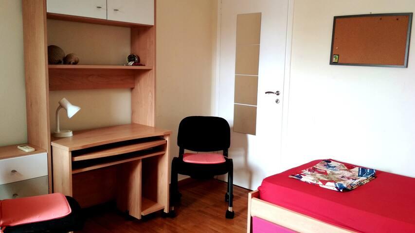 Cozy room (2) near metro station