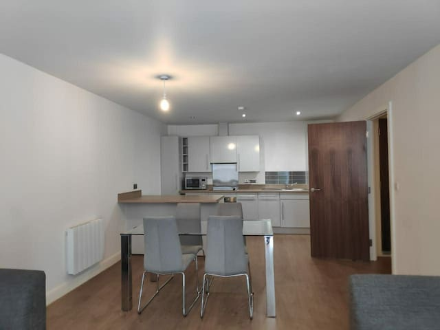 2bd flat near centre for rent (3 month min)