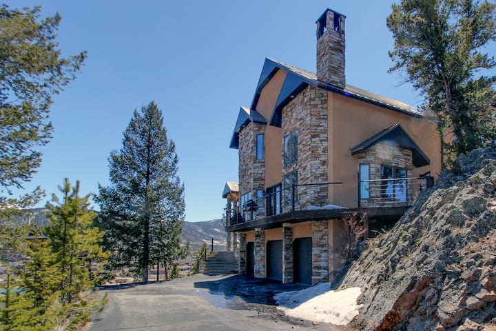 Lakefront getaway w/ sweeping views and private hot tub - dogs welcome!