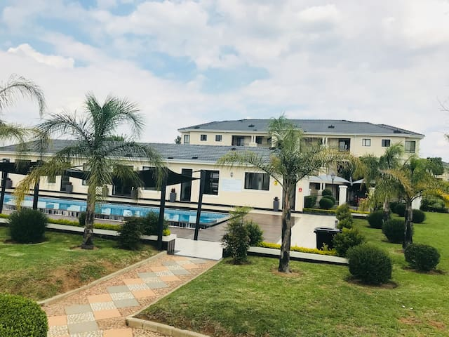 FAST & UNLIMITED WiFi LUXURY APARTMENT IN SANDTON