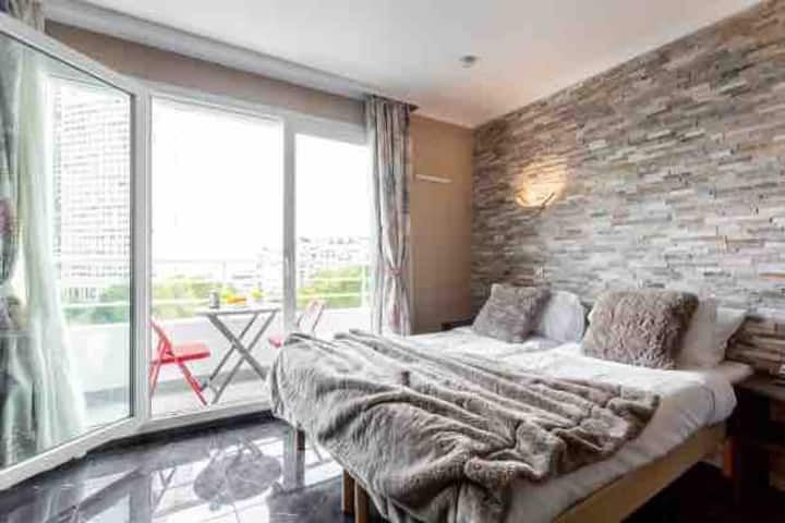 Flat  recently renovated , Free parking