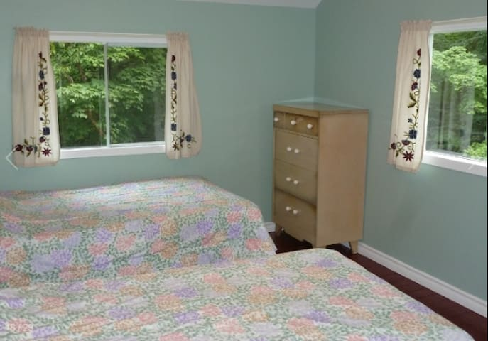 Bedroom #4 in main cottage (2 twin beds)