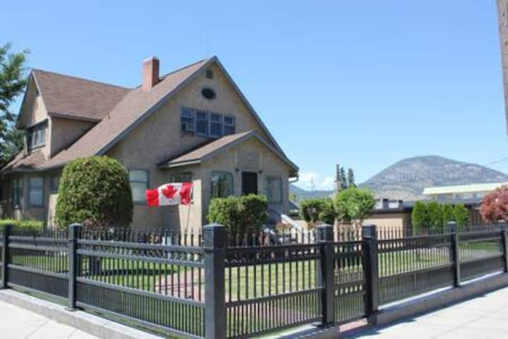 Penticton Professional Lodge Extended stay room