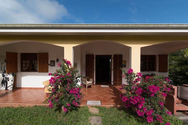 La maison du bonheur - Le Robert - Haus