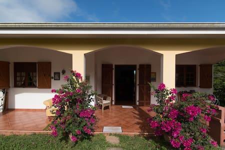 Chambre+location de voiture offerte - Ház